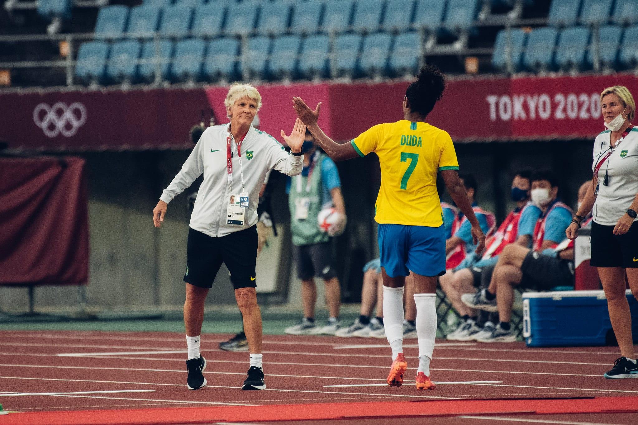 No histórico como técnica de futebol feminino, técnica do Brasil, Pia Sundhage, acumula resultados positivos frente à seleção canadense