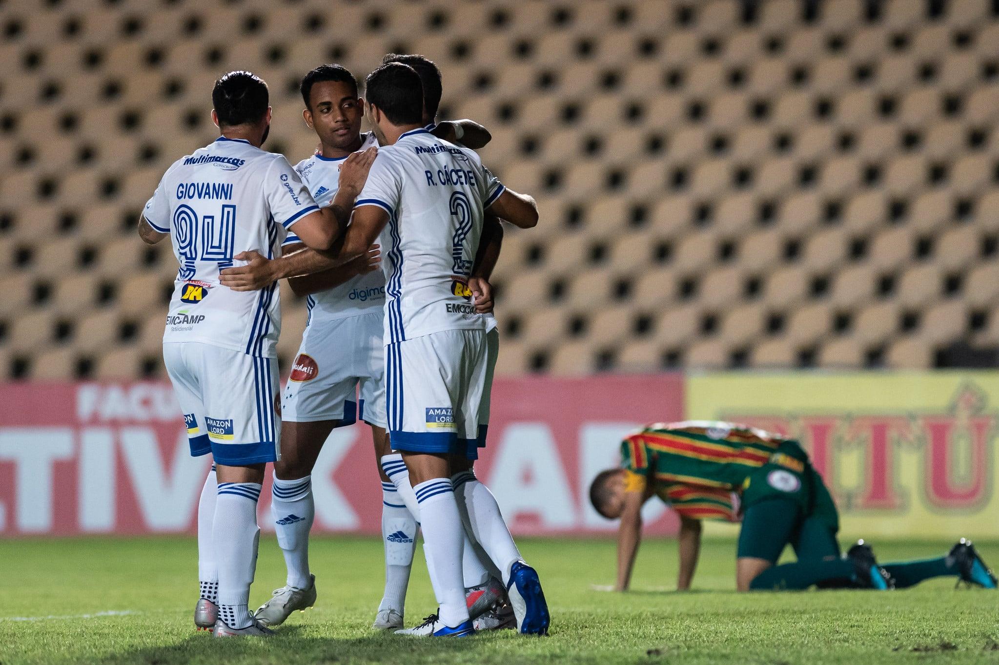 Em locais antagônicos, Cruzeiro e Sampaio Corrêa se enfrentam na tarde deste sábado (14), às 16h30, na Arena Independência