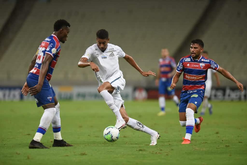 Com ambições análogas, Fortaleza e Santos se enfrentam na noite deste domingo (15), às 18h15, no Estádio Castelão, em Fortaleza (CE)