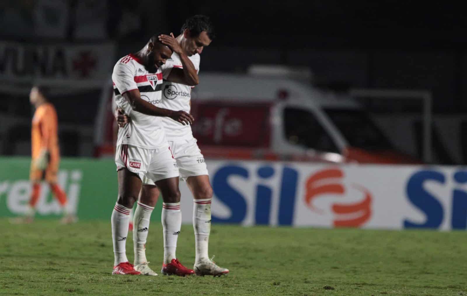 """Após """"perder"""" o volante William no segundo tempo, o técnico Hernán Crespo, do São Paulo, sacou Rigoni e Miranda na vitória sobre o Vasco"""