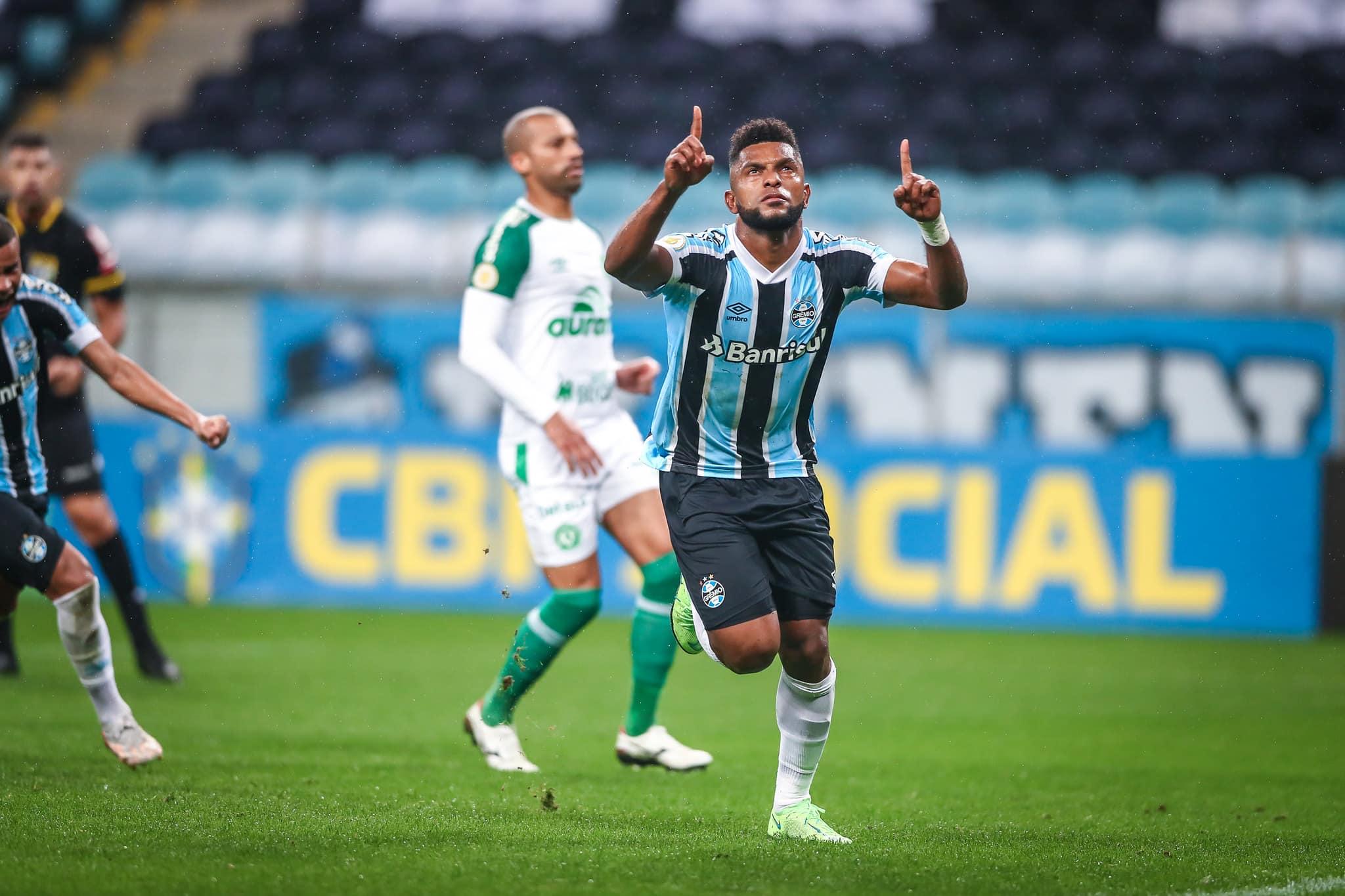 Chape segue sem vencer no Brasileirão 2021, mas perdeu 11 partidas. Chapecoense conquistou o acesso como campeã da Segundona 2021