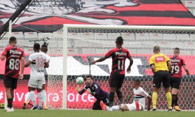 Em polos opostos na Série A do Campeonato Brasileiro, Athletico-PR e São Paulo entram em campo na noite deste sábado (7), às 18h
