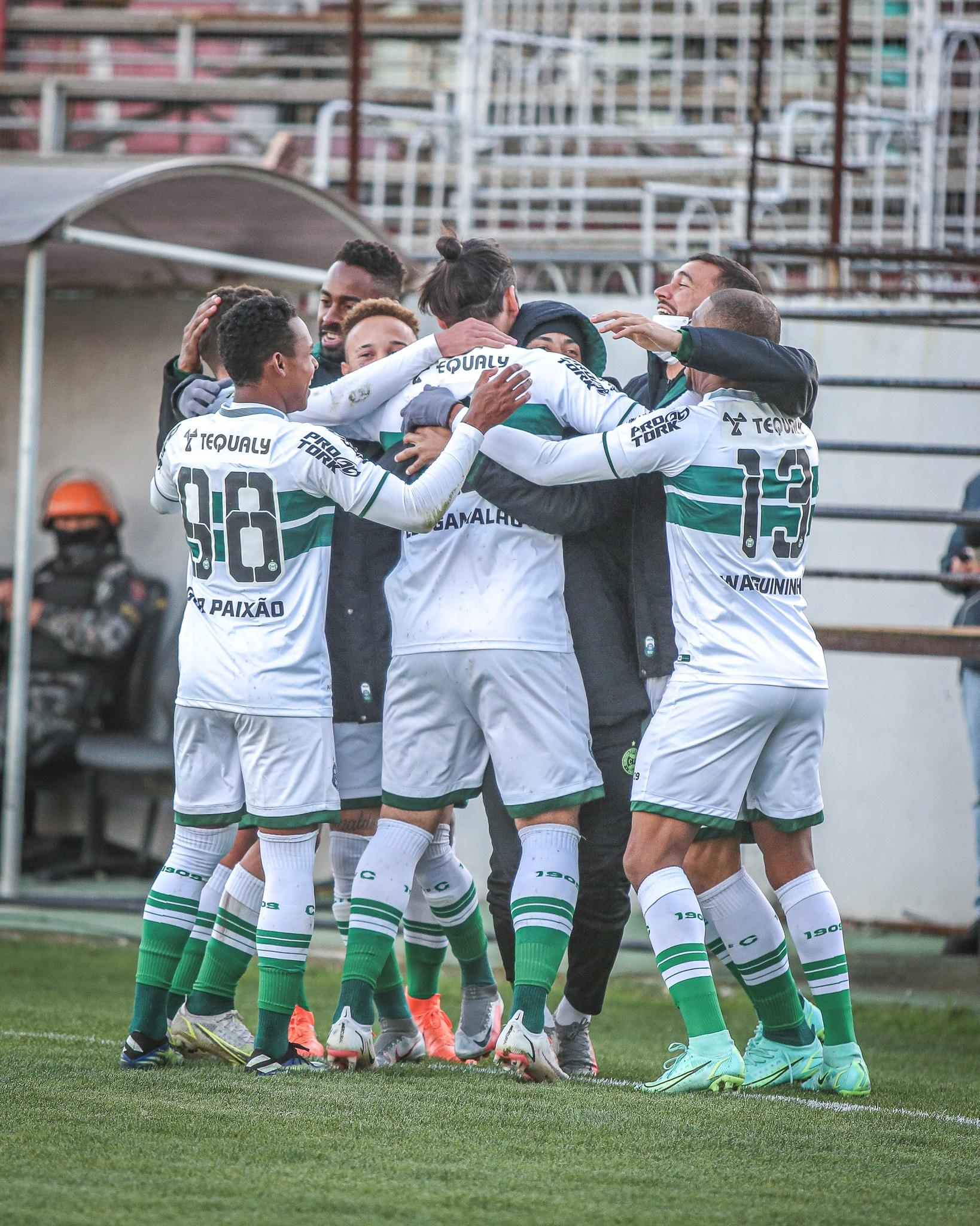 Vitória sobre o Brasil de Pelotas, no Bento Freitas, e derrota do Náutico diante do Sampaio Corrêa faz Coxa assumir a liderança