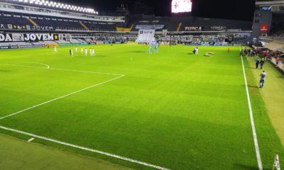 Com objetivos semelhantes, Santos e Bahia se enfrentam na noite deste sábado (11), às 21h, no Estádio Vila Belmiro, em Santos (SP)
