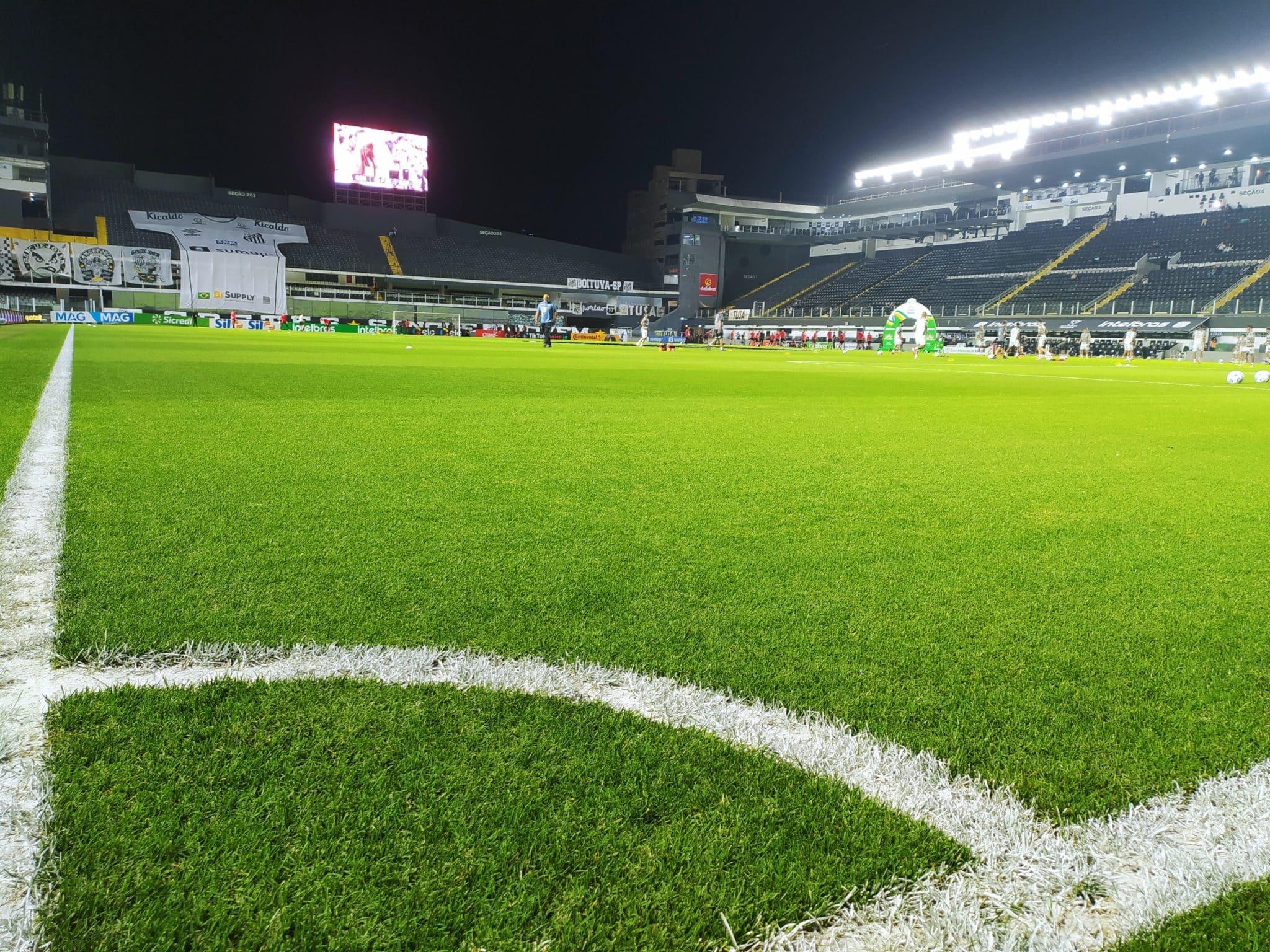 Com objetivos semelhantes, Santos e Grêmio se enfrentam na noite deste domingo (10), às 18h15, no Estádio Vila Belmiro, em Santos (SP)