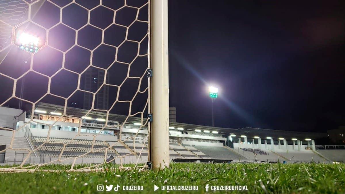 Com objetivos distintos, Ponte Preta e Guarani se enfrentam na noite desta sexta-feira (17), às 21h30, no Estádio Moisés Lucarelli